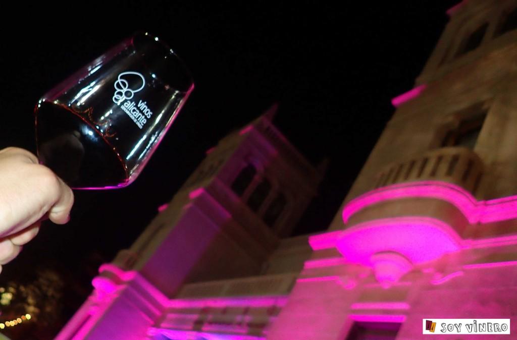 """D.O.P. Alicante premiada como la """"Zona Mejor Valorada de España"""" por la Guía Peñín 2015."""