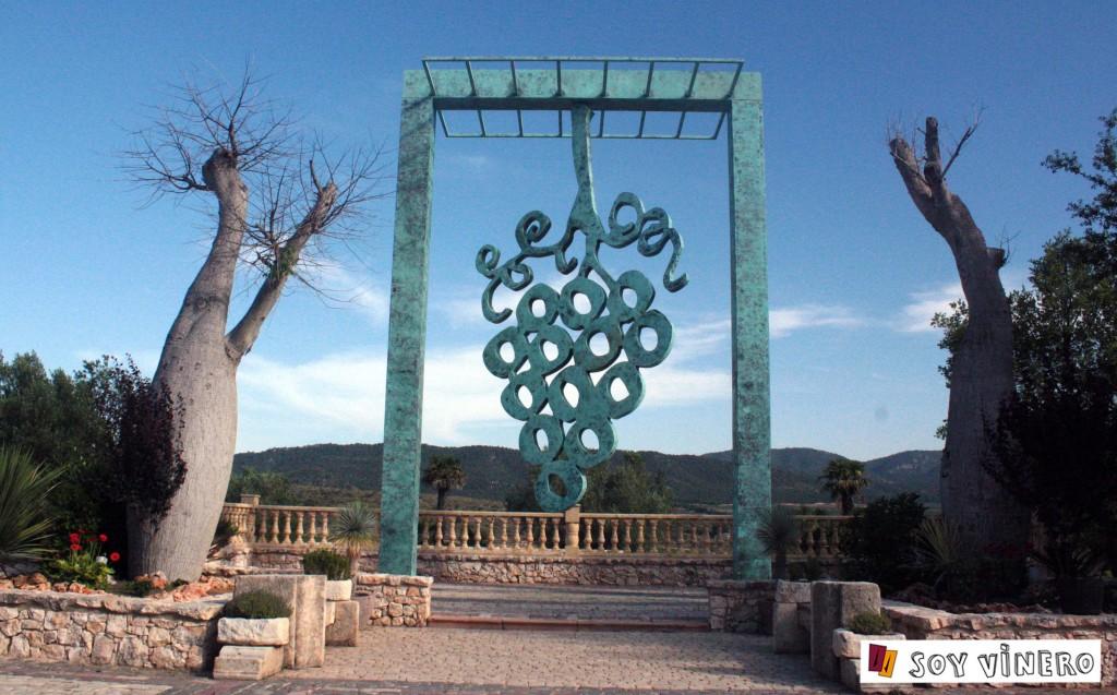 Monumento al vino. Bodegas Francisco Gómez, Villena.