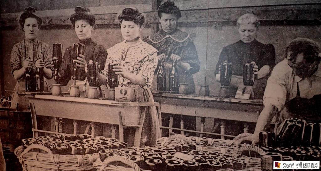 El proceso manual del encorchado. Sala 3. La bodega el sueño. Museo Vivanco de la Cultura del Vino.