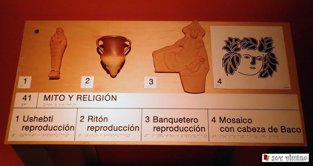 Piezas adaptadas para invidentes con descripciones en braille. Museo Vivanco de la Cultura.
