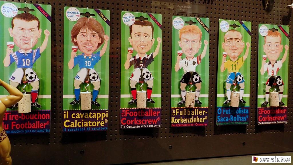 Sacacorchos de temática futbolística. Museo Vivanco de la Cultura.