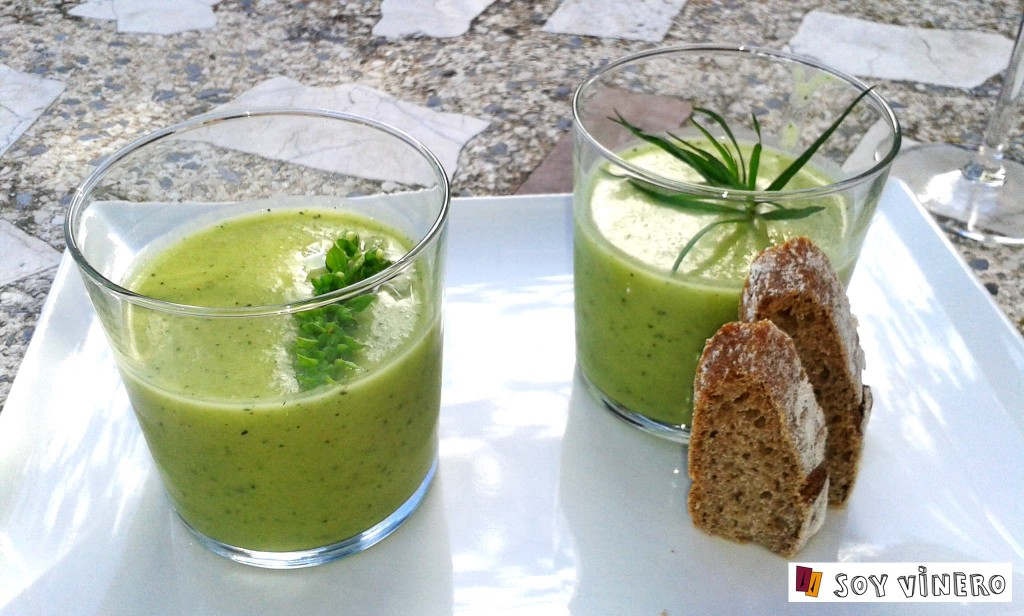 Gazpacho verde y pan crostini. L'almàssera.