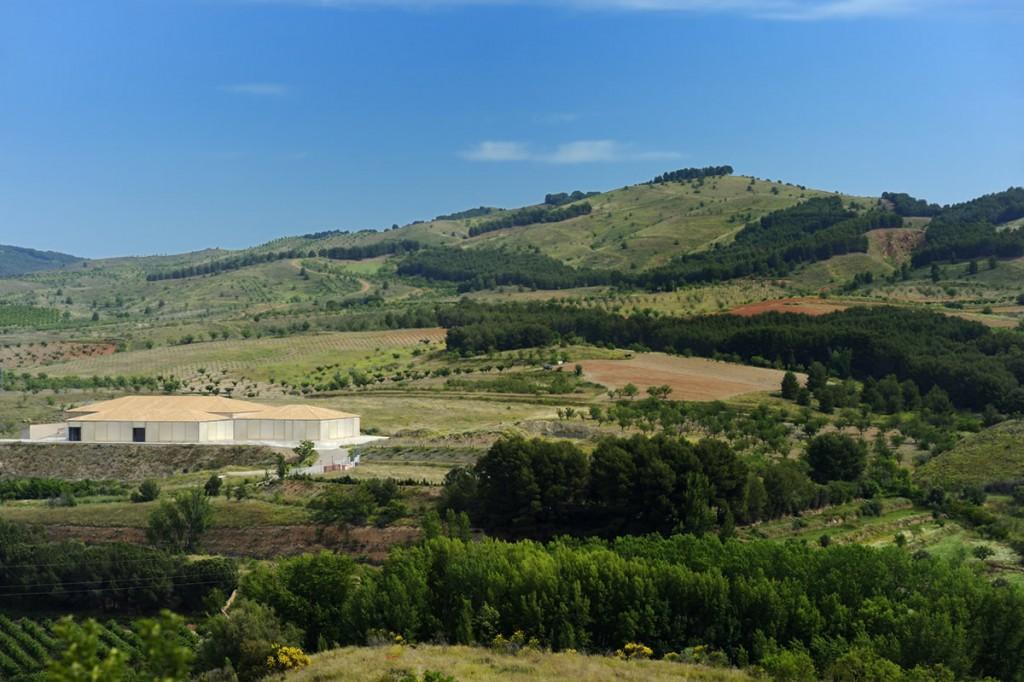 Bodegas Ateca están situadas en un entorno envidiable a 14 km. de Calatayud.
