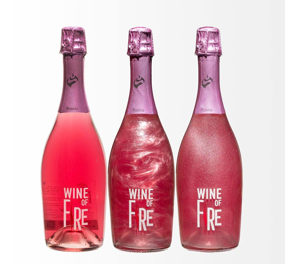 Wine of Fire-Rosee. Efecto visual al mover la botella.