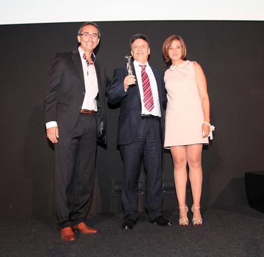 Miguel Poveda, recibiendo el Alce de Honor a su trayectoria en 2012.