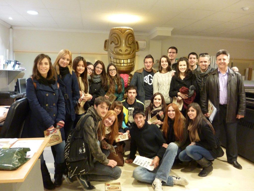 Miguel Poveda con sus alumnos de Creatividad Publicitaria de la Universidad de Alicante.